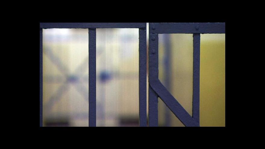 Video Helsinský výbor kritizuje vazební věznice