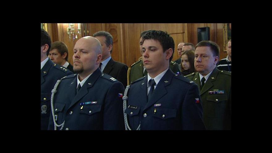 Video Rusko vyznamenalo čtyři české vojáky