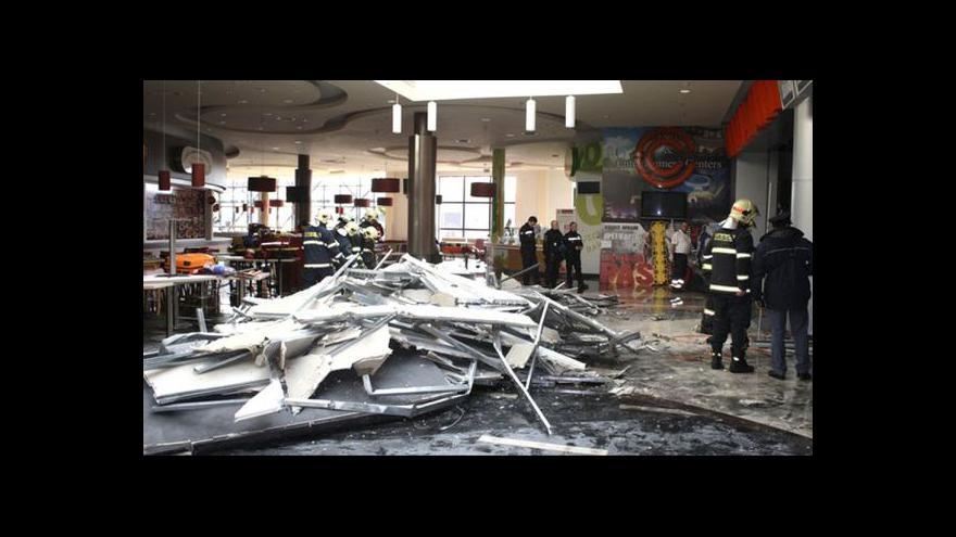 Video Vyšetřování propadu části stropu v plzeňském obchodním centru