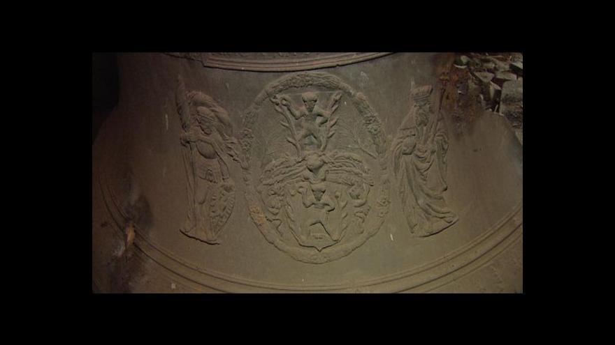 Video Lucie Rosí o zničení renesančního zvonu