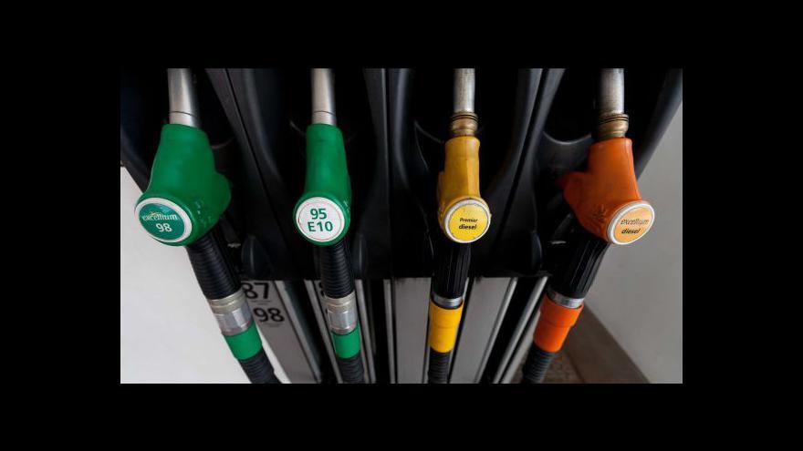 Video Spotřeba benzinu klesá, lidé se snaží šetřit