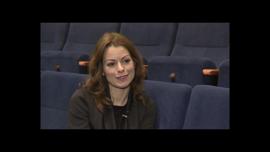 Video O svém vztahu k roli Papežky hovoří Hana Holišová
