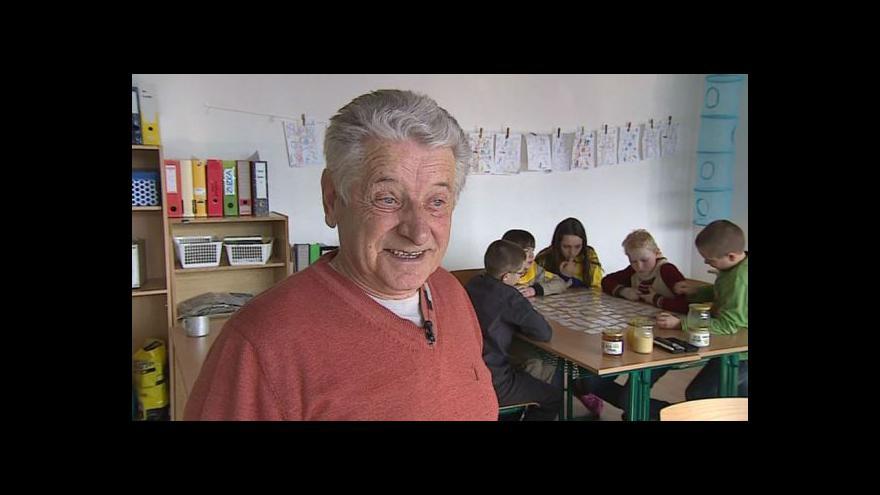 Video Vedoucí včelařského kroužku na brněnských základních školách Antonín Pavlíček