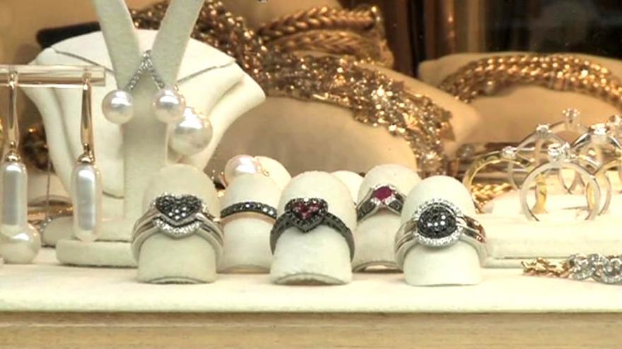 Video Události: Přibývá padělků šperků