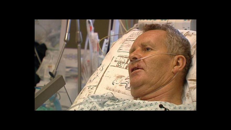 Video Zraněný muž po výbuchu opustil nemocnici