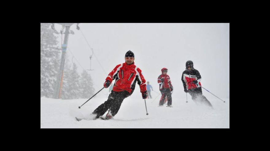 Video O víkendu skončí na horách hlavní lyžařská sezona