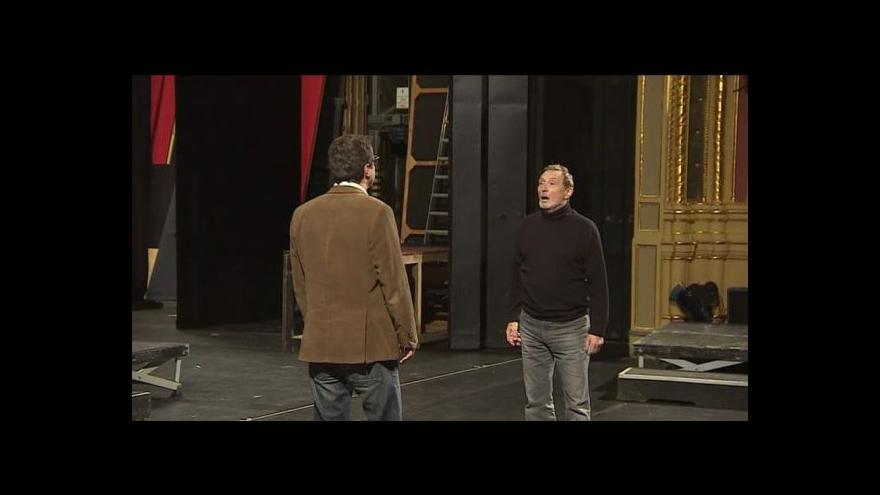 Video No comment: Řečová cvičení v rámci představení Králova řeč