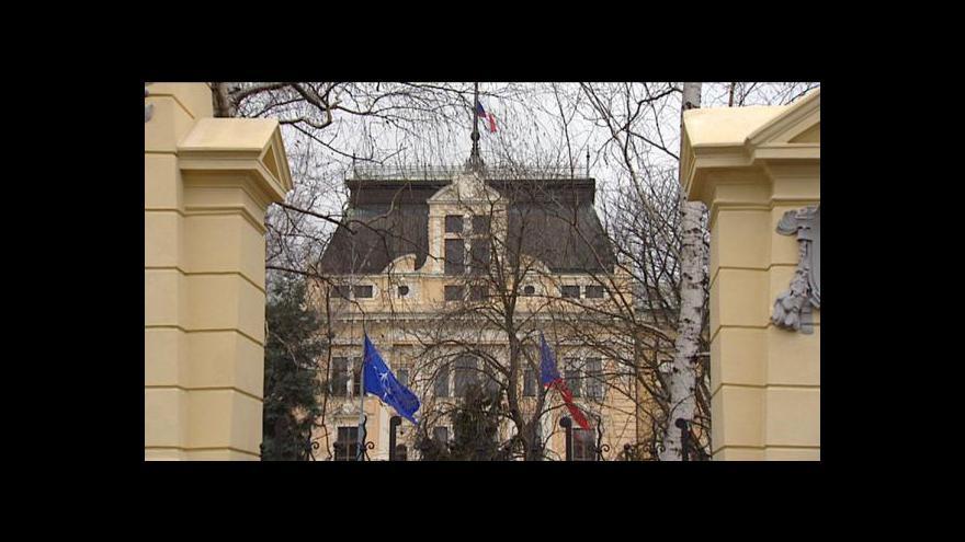 Video Obrana je bez ministra 83 dní. Schwarzenberg uhodí na Nečase
