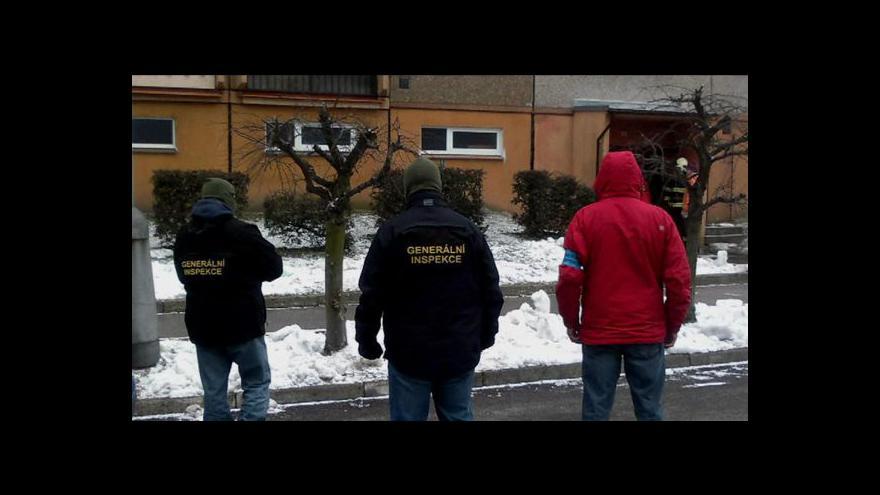 Video Do paneláku ve V. Hamrech se mohou vrátit obyvatelé