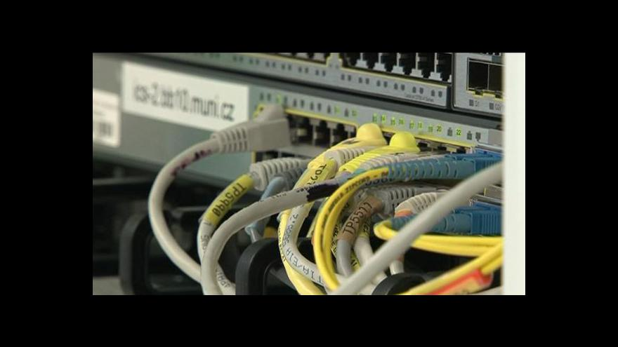 Video UniCredit Bank úpěla pod náporem hackerů, na web dali prohlášení