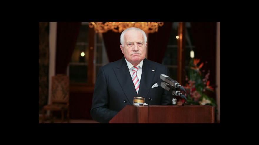 Video Ústavní soudci rokují o žalobě na Klause, zavření na petlici
