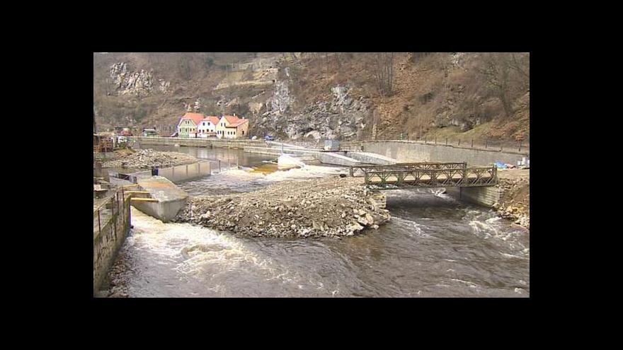 Video Stavbu protipovodňových bariér v Krumlově zkomplikovaly spory