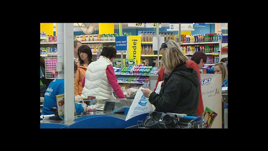 Video Čechům vzrostly mzdy, koupí si za ně ale méně