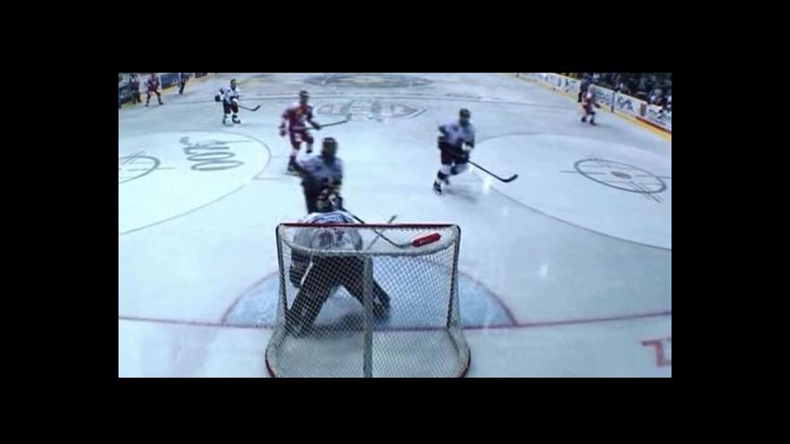 Video Skóre otevřel v přesilovce Adamský - 1:0 (2. min.)