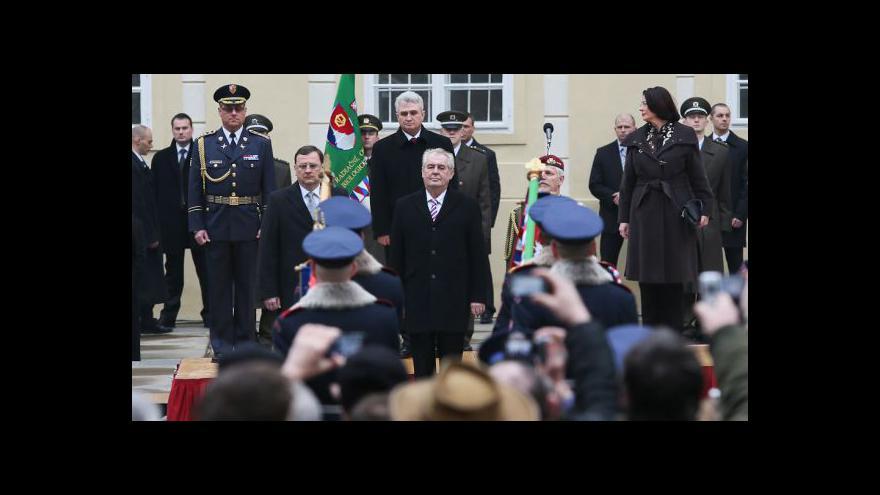 Video Vojenská přehlídka po inauguraci Miloše Zemana
