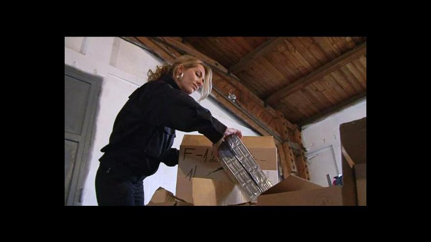 Video Zátah na strůjce daňových úniků pokračuje
