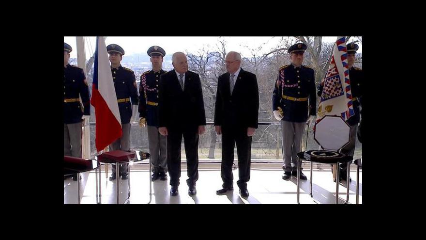 Video Václav Klaus a Ivan Gašparovič si předávají vyznamenání