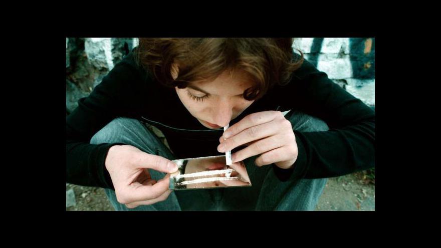 Video Narkomani se chtějí léčit, centra nestíhají