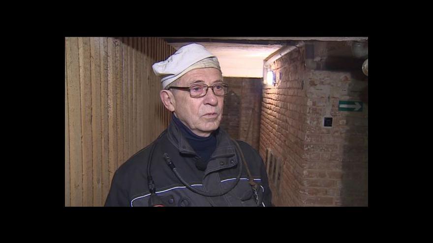 Video Kominík Vítězslav Drahoš popisuje správnou revizi komína