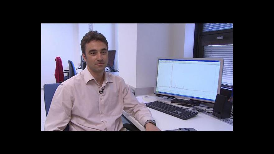 Video Petr Kubáň popisuje novou metodu diagnostiky otravy metanolem vyvinutou jeho týmem