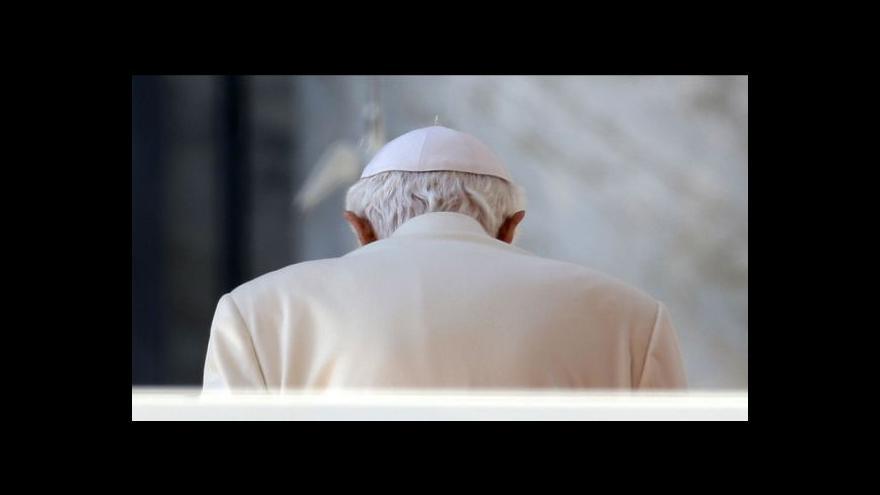 Video Papež Benedikt XVI. tráví poslední hodiny ve funkci