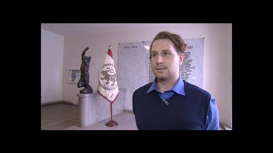 Video Michal Doležel hovoří o minulosti a budoucnosti praporu