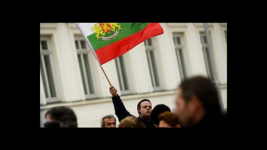 Video Desítky tisíc Bulharů vyšly do ulic