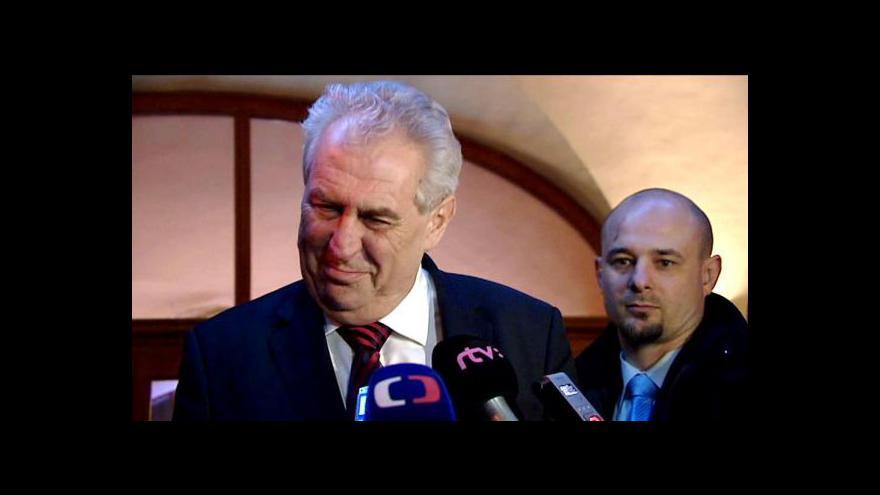 Video Oznámení Miloše Zemana o zaníceném nervu v palci