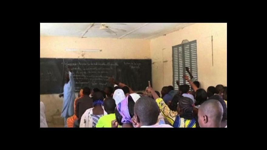 Video Žáci se vracejí do školy v Timbuktu
