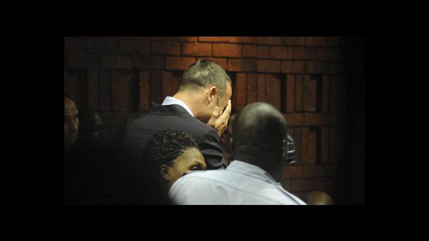 Video Pistorius si spletl přítelkyni se zlodějem