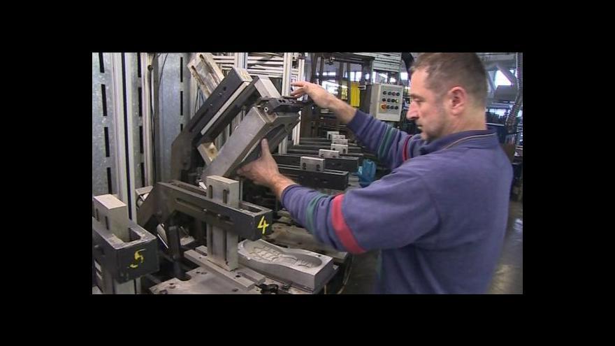 Video No comment: výroba obuvi s polyuretanovou podešví