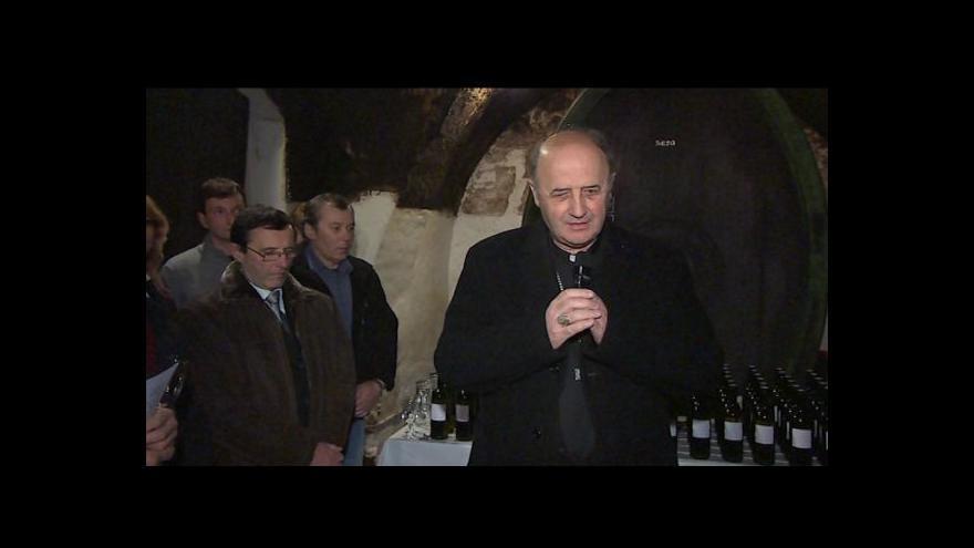 Video Kroměřížský arcibiskup požehnal měšnímu vínu