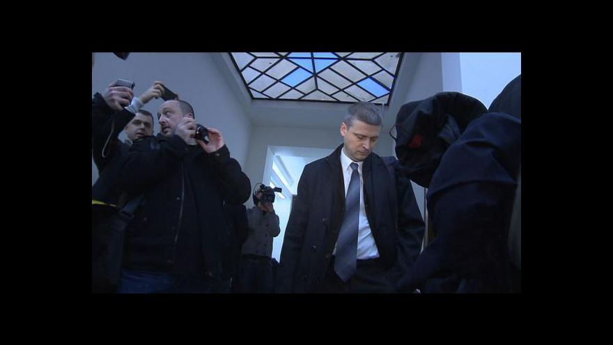 Video Odsouzení poslanci mohou přijít o své platy