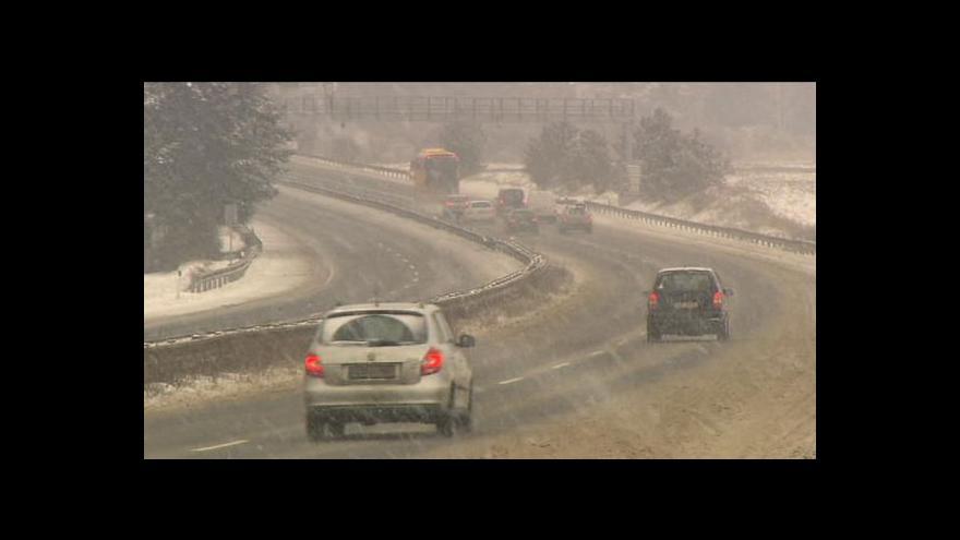 Video Sníh nedělá radost řidičům, lyžaře potěšil