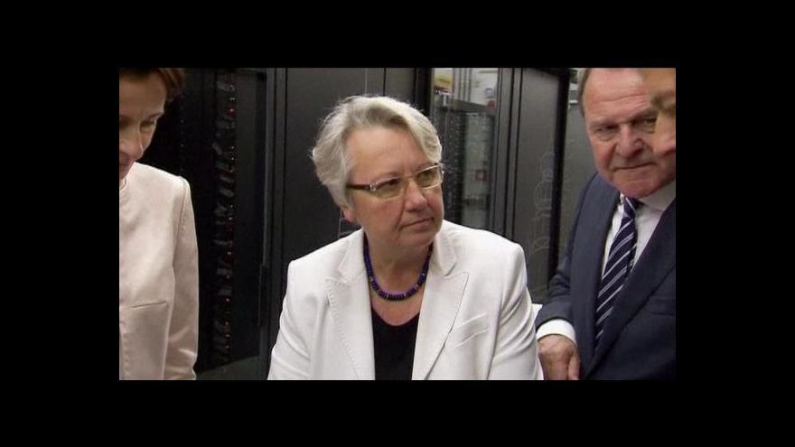 Video Ministryně přišla o doktorský titul