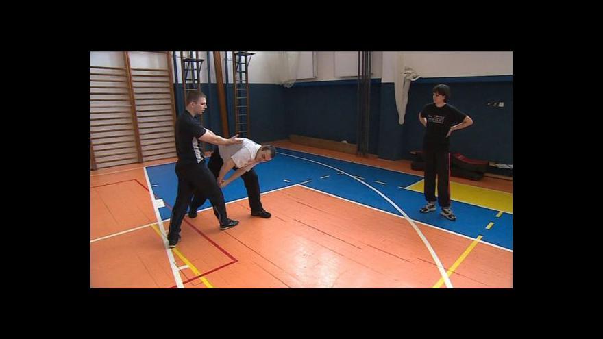 Video No comment: kurz sebeobrany pro kuřimské úředníky
