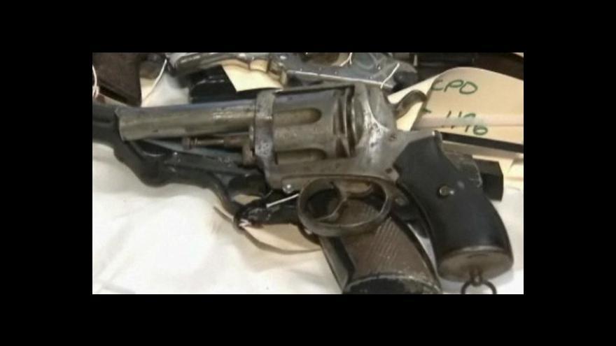 Video V New Jersey vybírali za peníze zbraně