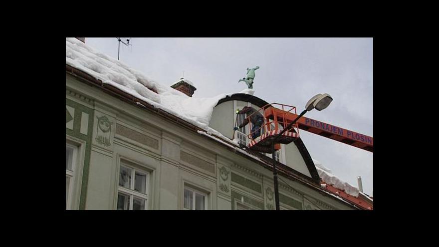 Video Po silných mrazech postihla Česko obleva