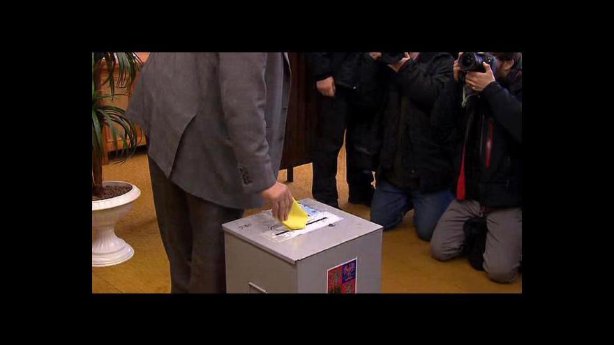 Video II. kolo začalo - hlasovali už Zeman i Schwarzenberg