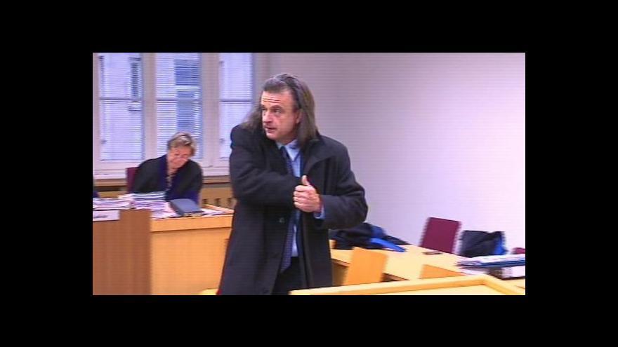 Video Soud s poslancem Chloupkou byl odročen