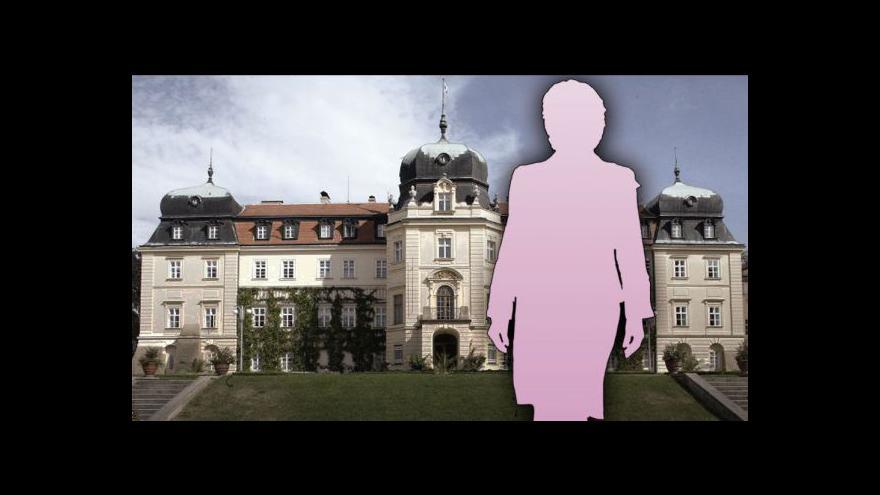 Video Jakub Železný představuje názory manželek kandidátů