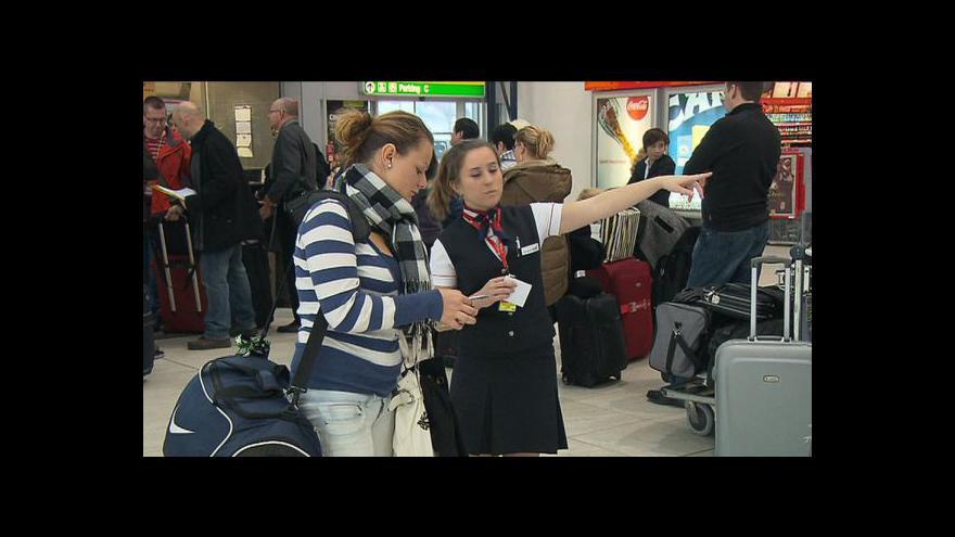 Video Mrznoucí sníh ochromil několik evropských letišť