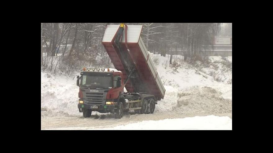 Video Sněhová kalamita zasáhla Česko