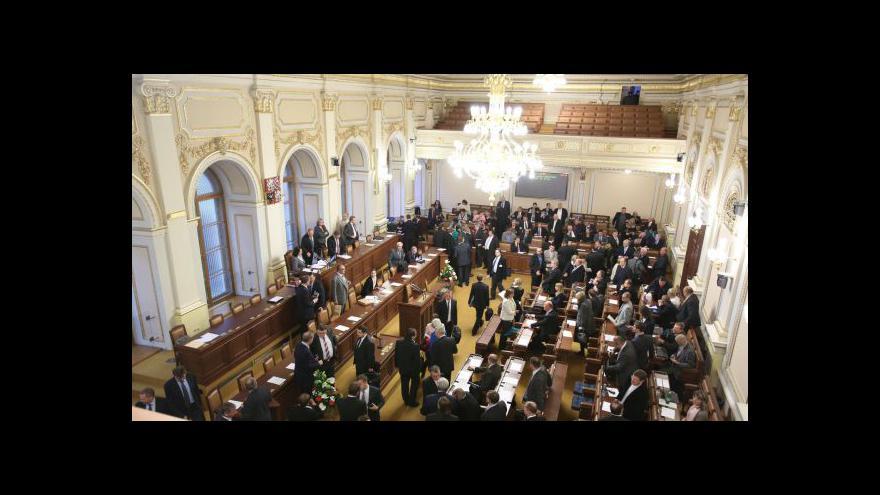 Video Opozice neuspěla, kvůli amnestii vládu nesvrhla