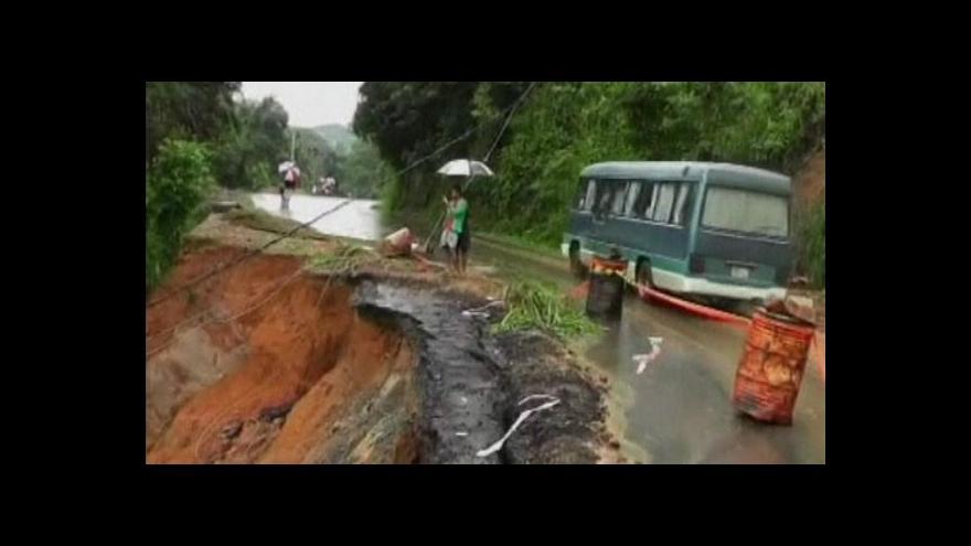 Video Záplavy na Srí Lance nepřežily tři desítky obyvatel