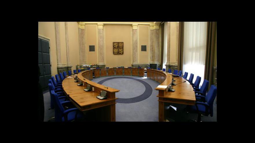Video Nečasův kabinet chce zavést celkem 18 prorůstových opatření