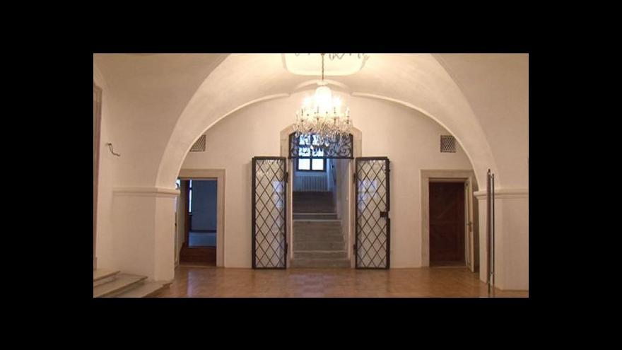 Video No comment: Radnice je opět otevřená