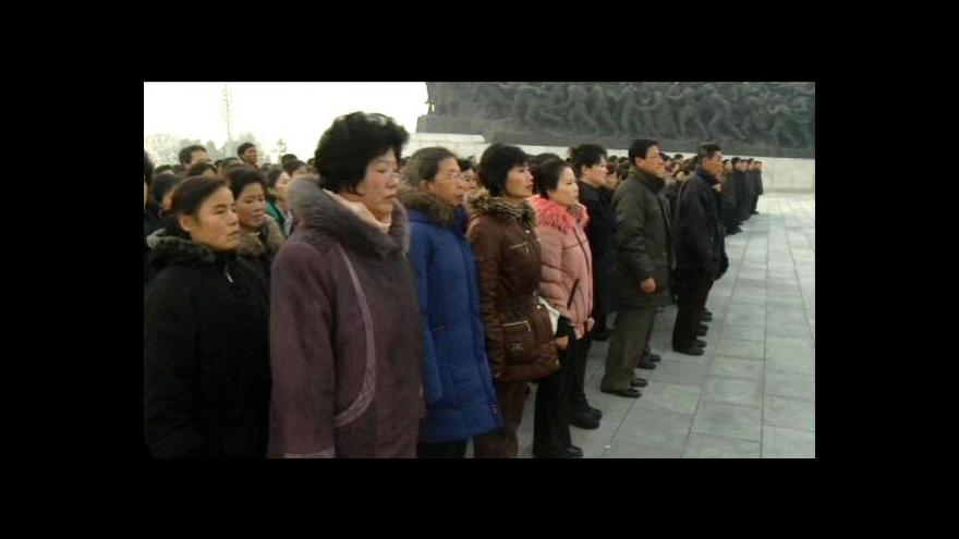 Video KLDR uctila památku Kim Čong-ila