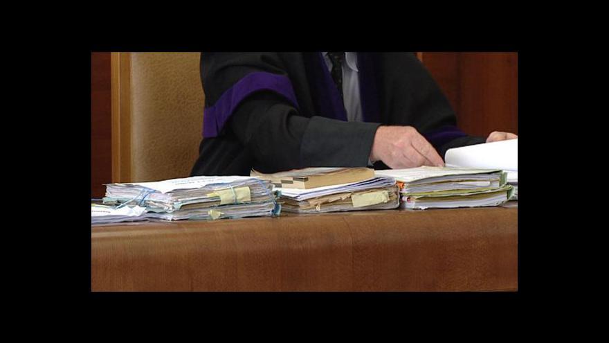 Video Sněmovna nahání nový klíč k výplatám soudců