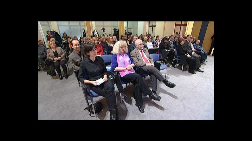 Video Vládní výbor uděloval ceny za publicistická díla